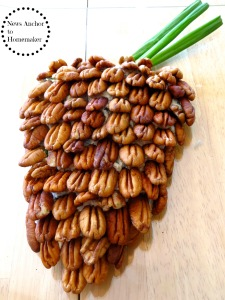 Pine Cone Cheese Ball www.newsanchortohomemaker.com